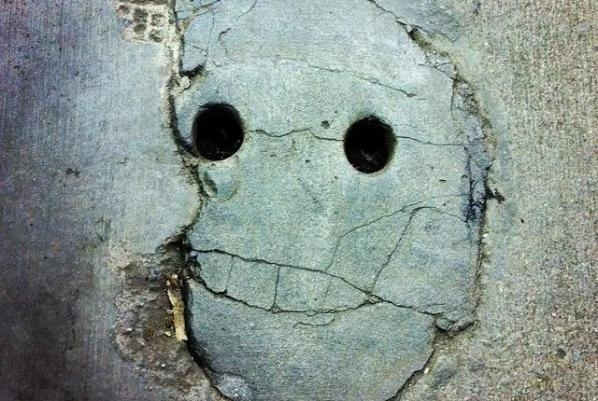 1024px-concrete_smiley_face